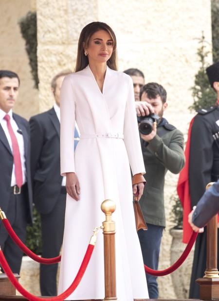 Las diademas zig zag de nuestra infancia vuelven de la mano de la reina Rania de Jordania