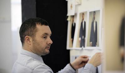 Kim Jones, diseñador del año de moda masculina