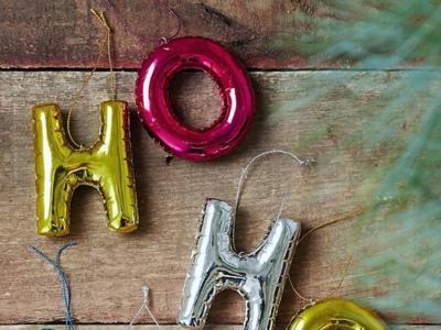 ¿Buscas algo original para tu árbol de Navidad? Mira estos pequeños globos con forma de letra