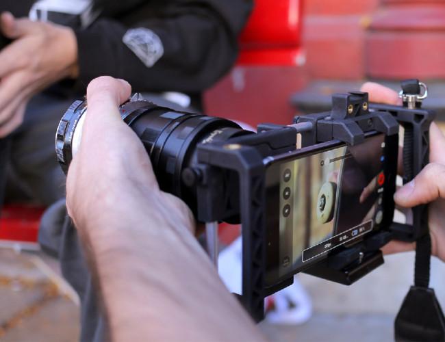 """Beastgrip Pro, un grip a lo """"bestia"""" para convertir tu smartphone en una cámara"""