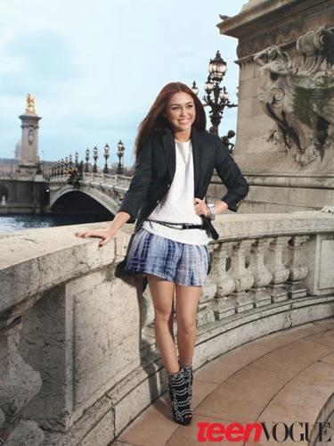 Miley Cyrus en la portada de Teen Vogue con su nuevo look: la joven se hace mayor I