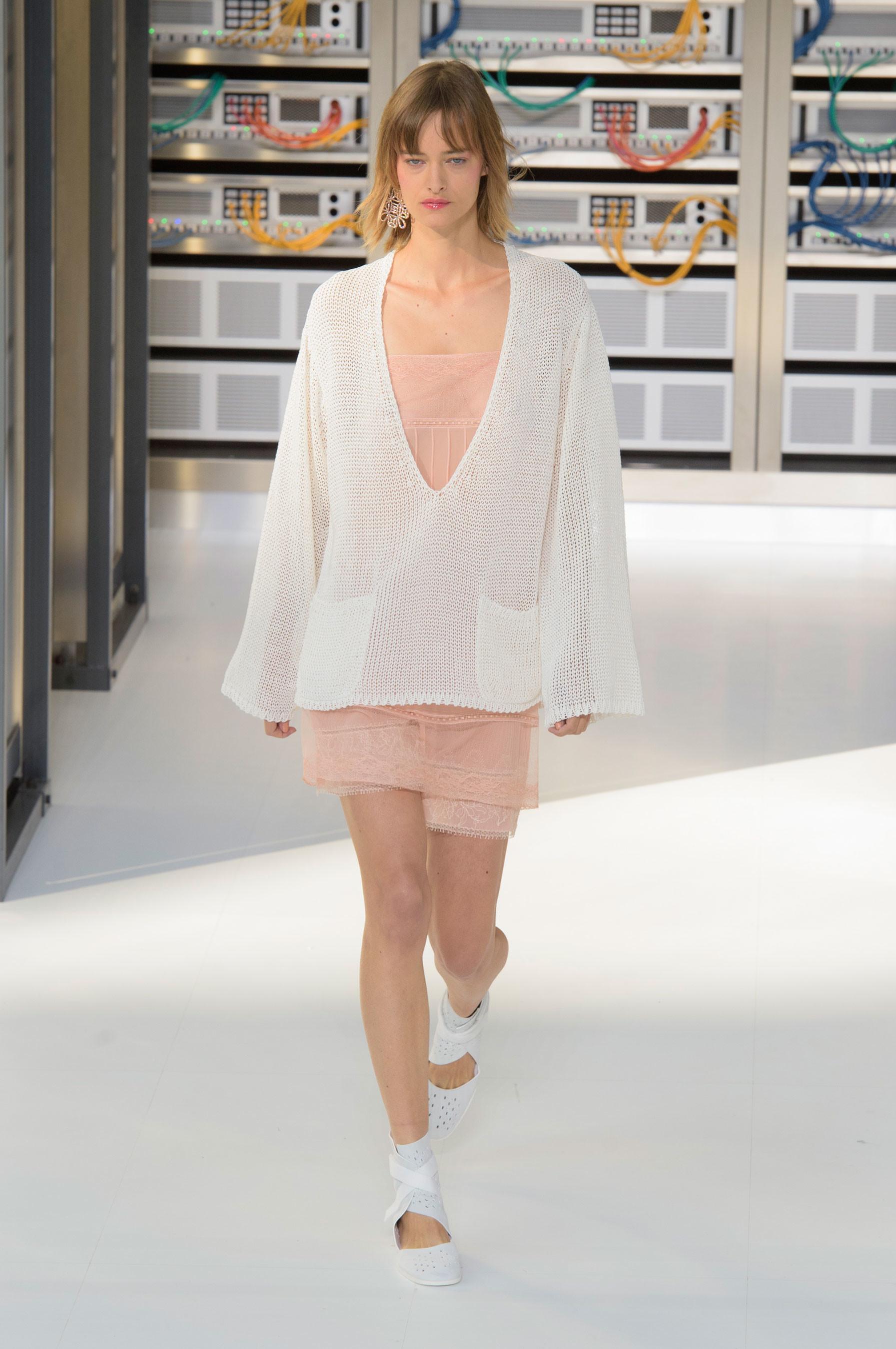 Foto de El regreso al futuro de Chanel en su colección Primavera-Verano 2017 (72/96)