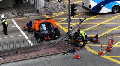 Dolorpasión™: Pagani Zonda F destrozado en Hong Kong
