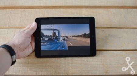 ipad mini en mano reproducción multimedia