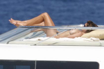 Cindy Crawford en topless en el yate de George Clooney