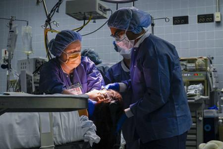 'Lenox Hill': un imprescindible documental de Netflix que triunfa con su mirada honesta a la vida de un hospital