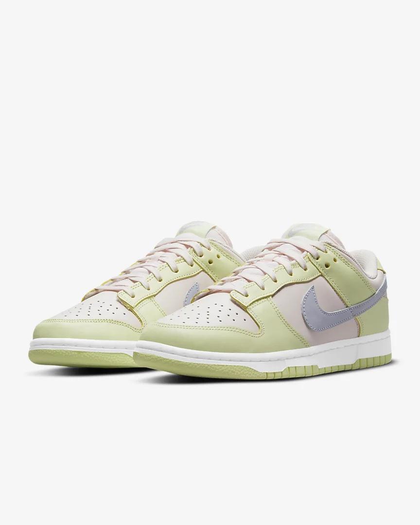 Nike Dunk Low.
