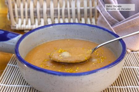 Receta: Crema fría de garbanzos y jitomate con toque de epazote