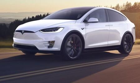 Los Tesla actualizan su software y ahora el claxon puede ser 'La cucaracha', un pedo y hasta un chivo