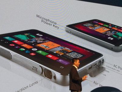 ZTE presenta el Spro Plus con un proyector integrado