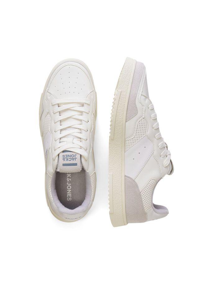 Zapatillas blancas retro con detalle de picados