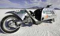 Una BMW que funciona con biodiésel bate el récord de velocidad en tierra