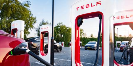 Los Superchargers dejan de ser exclusivos de Tesla: Elon Musk confirma que son accesibles a los coches de otros fabricantes
