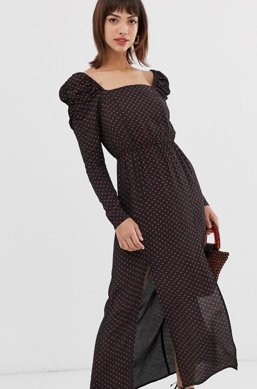 Vestido largo con manga abullonada y estampado en negro de River Island