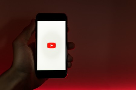 YouTube anuncia que elimina los vídeos con discursos de odio, supremacismo, nazis, terraplanistas y teorías de conspiración