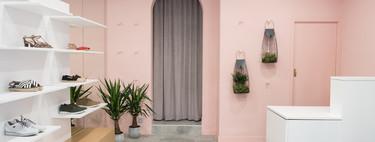 Todo al rosa en Opalo, una zapatería de Tafalla que se renueva con una imagen muy global y cosmopolita