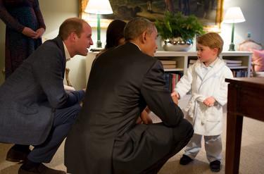 El príncipe George es todo un trendsetter: agotado el albornoz con el que saludó a Barack Obama