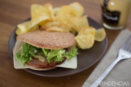 Sándwich ligero de lomo Sajonia y mostaza de Dijon. Receta