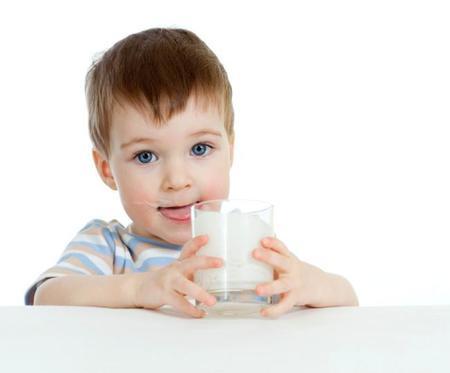 Intolerantes a la lactosa por tomar leche sin lactosa