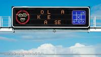 Cinco señales de tráfico 'hackeadas' que quizá te encuentres algún día en la carretera (o no)