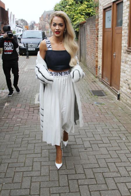 Rita Ora ladylike look calle
