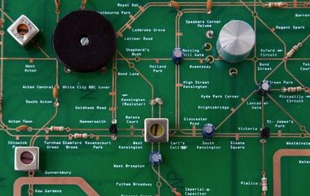 Detalle del plano, en el que podemos ver el sintonizador y el control de volumen