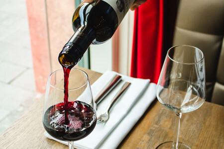 Las siete mejores formas de abrir una botella de vino cuando no tienes sacacorchos
