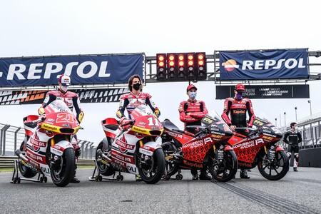 El Team Gresini y todo el paddock de MotoGP homenajean a Fausto Gresini durante el test de Valencia