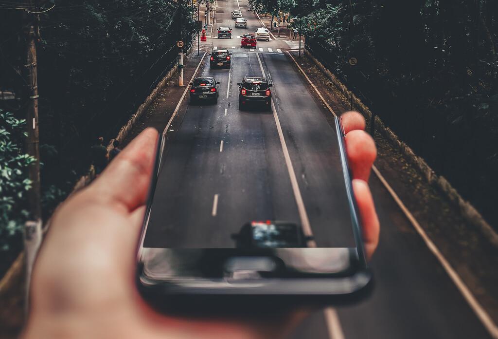 La tecnología de localización 5G, a examen: por qué es ideal para el coche autónomo y a la vez genera dudas sobre la privacidad