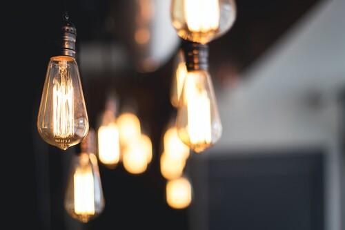 Siete sencillas medidas que ya estamos tomando en casa para ahorrar con la nueva factura de la luz