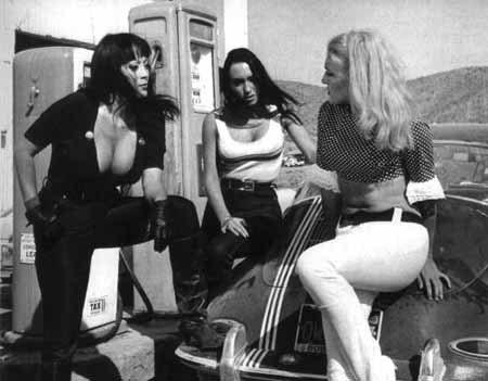 Foto de Quentin Tarantino prepara un remake de 'Faster, Pussycat! Kill! Kill!' (2/8)