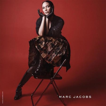 Y ahora Christy Turlington. Si buscas a una mujer top está en la campaña de Marc Jacobs