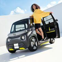 Opel viste al Citroën Ami con traje alemán y lanza el Opel Rocks-e: un 'no coche' eléctrico de hasta 75 km de autonomía
