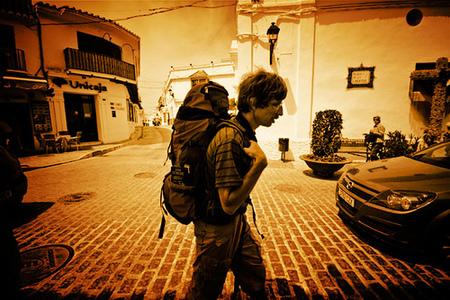¿Como ahorrar y conocer mundo viajando solo?