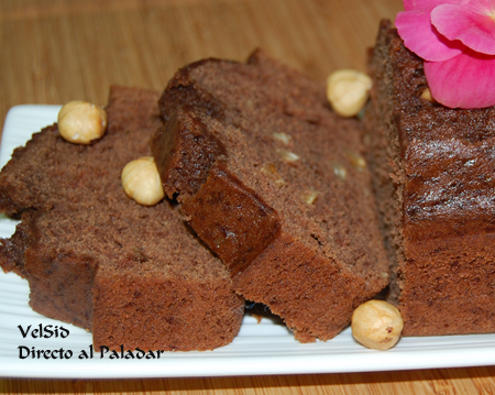 Cake de chocolate con avellanas