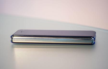 Samsung Galaxy Fold Cerrado 04