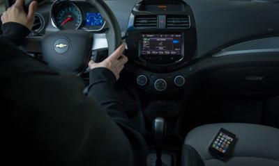 """General Motors será el primer fabricante en integrar en sus coches la función """"ojos libres"""" de Siri"""