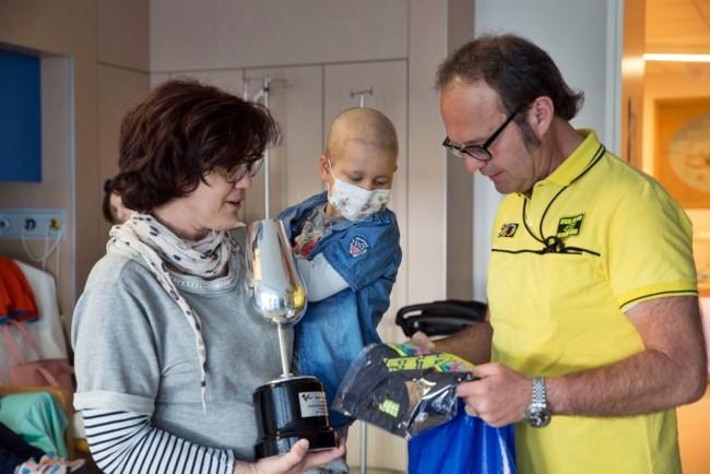 Valentino Rossi hace muy feliz con un simple gesto a un niño enfermo de cáncer