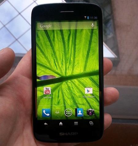 Así es el Sharp Aquos SH930W, otro teléfono con pantalla Full HD