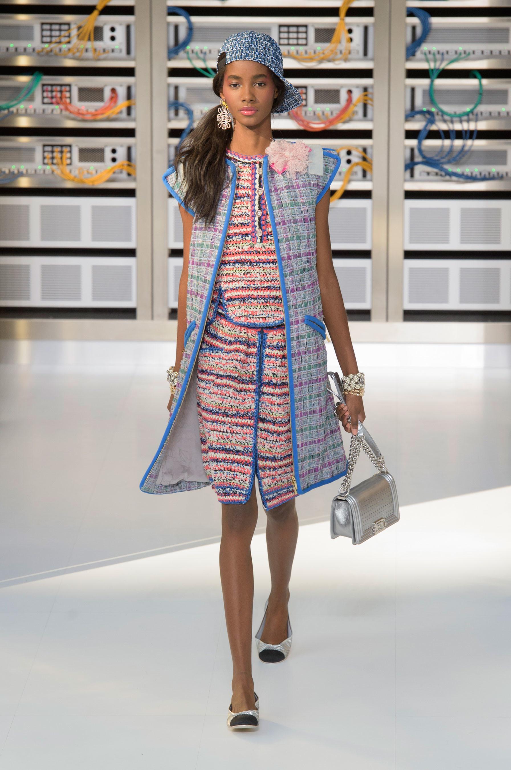 Foto de El regreso al futuro de Chanel en su colección Primavera-Verano 2017 (33/96)