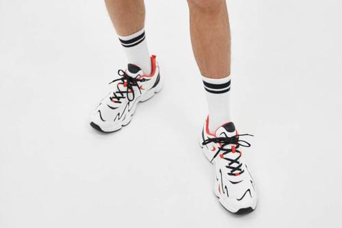 Apúntate a éstas cinco zapatillas blancas de Bershka en rebajas para un gran look de verano