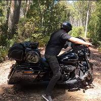 Hacer trail con una Harley-Davidson de 366 kg es posible, aunque este vídeo demuestra que no es buena idea