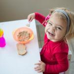 ¿Por qué los niños de las familias con más recursos aprenden a comer mejor?