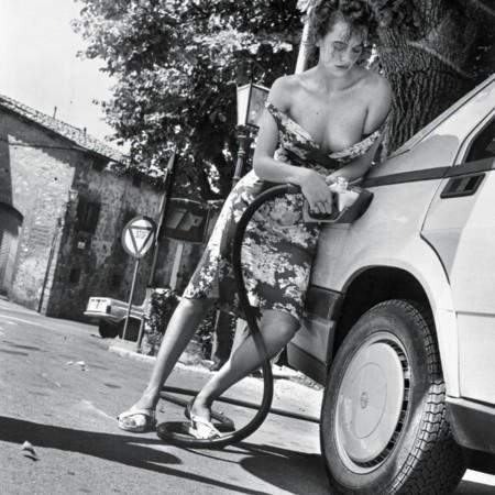 El Calendario Pirelli cumple 50 años recordando a Helmut Newton, el genio del erotismo fotográfico