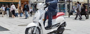 Probamos el Kymco Filly 125, un scooter ligero, bonito y accesible diseñado para mujeres