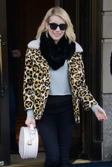 ¿Los abrigos de leopardo siguen siendo tendencia? Emma Roberts nos da la respuesta