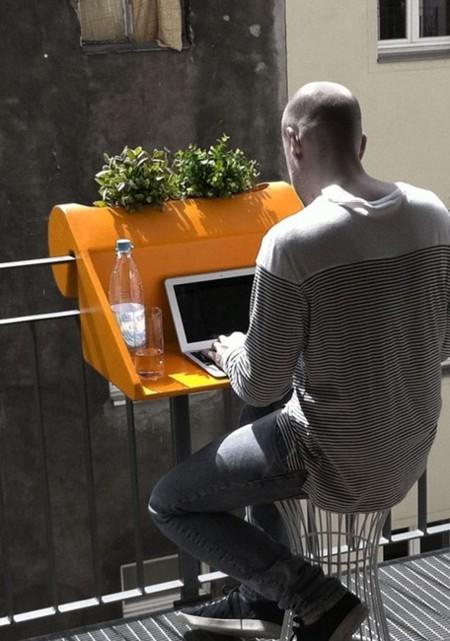 Cuelga un escritorio en tu balcón
