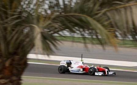 Timo Glock coloca su Toyota por delante de Ferrari y BMW en Bahrein