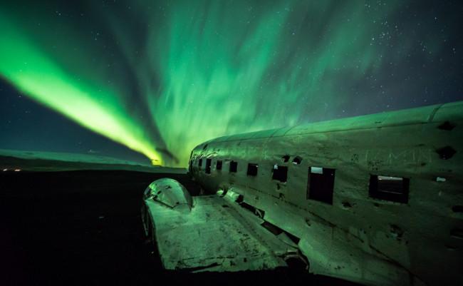 Nunca habías visto la aurora boreal así: un espectacular vídeo a vista de dron