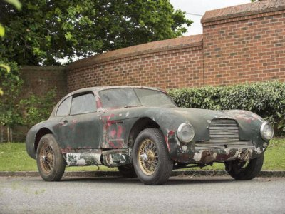 Cuatro cilindros por un millón de euros, a subasta el Aston Martin que hizo historia en 1949